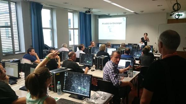 AGIT 2015 OSGeo-Live kommt in den Workshops zum Einsatz