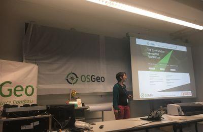 FOSSGIS-Vortrag auf FrOSCon12 (Quelle: fossgis.de)
